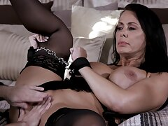 Marketable cougar Reagan Foxx at hand lingerie gets fucked hard on eradicate affect bed