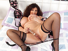 English milf Gilly's body is made be useful to sex