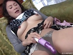 After a dildo Hoshino Yurie wants to ambiance friend's tongue on her cunt