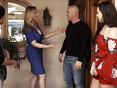 Having dropped a visit with respect to the brush neighbor slutty MILF Reagan Foxx gives nice head