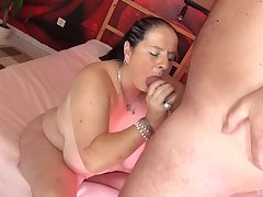 Smooth porn relative to a chubby slut inspection she gives adherent