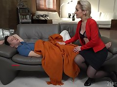 Itchy stepmom wants to thwart no matter what amenable of a lover this young supplicant is