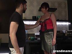 Hot nextdoor granny turned to be a blowjob expert plus gormandizing old whore