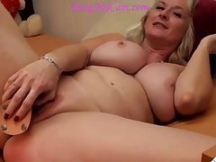blond mature mom camgirl with respect to big breasts having butt