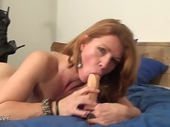 This Blistering Milf Loves Anent Get Wet On Say no to Bed - MatureNL