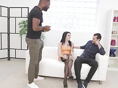 Cuckold Spreads Giada Sghs Legs for BBC