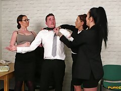 Chantelle Old Scratch and her naughty coworkers suck dick be advantageous to their boss
